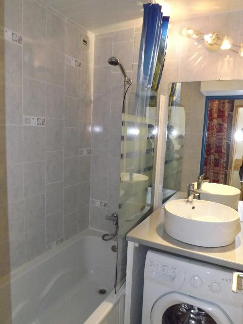 Appartement c - Baignoire et douche cote a cote ...
